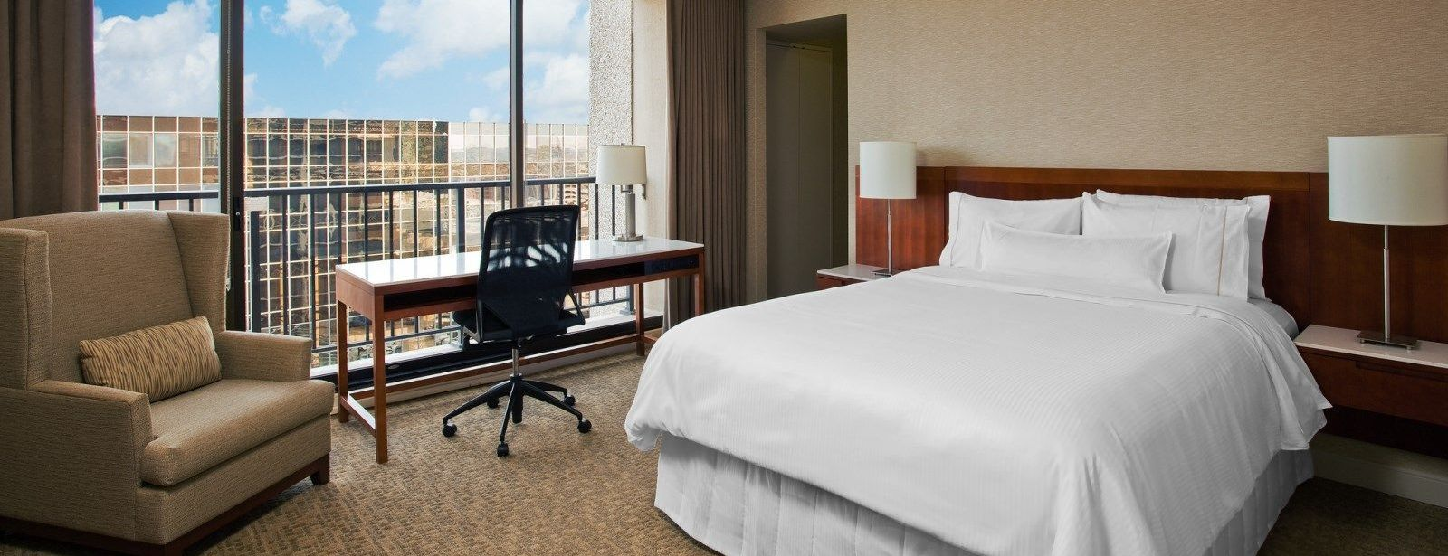 Traditional Queen Room - The Westin Galleria Houston